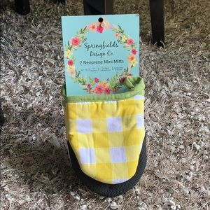 Springfields design oven mitts